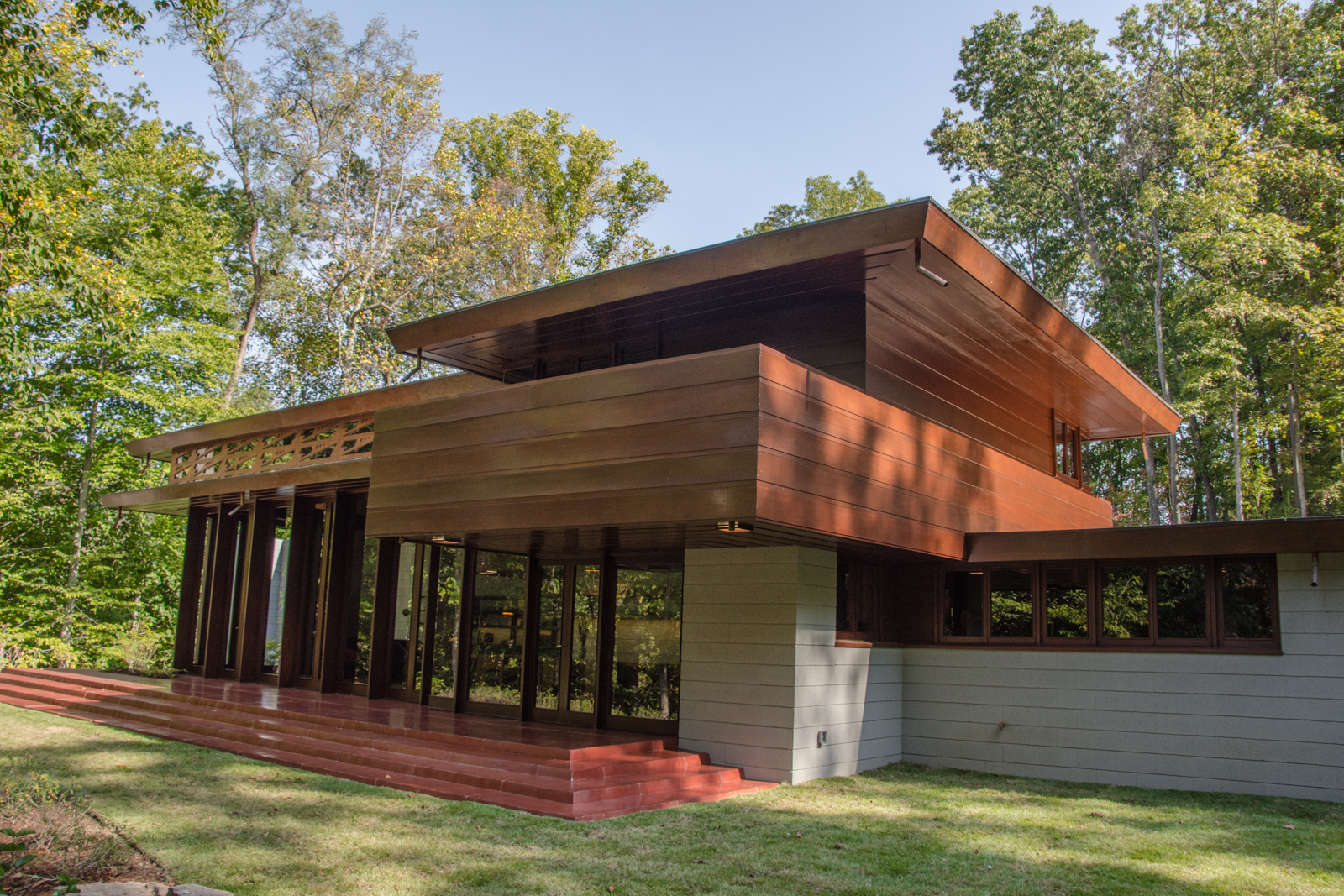 First look step inside frank lloyd wright s bachman for Frank loyd wright house